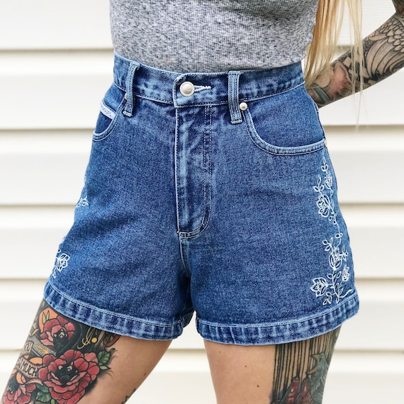 Embroidered Floral High Waisted Denim Shorts / Size 26