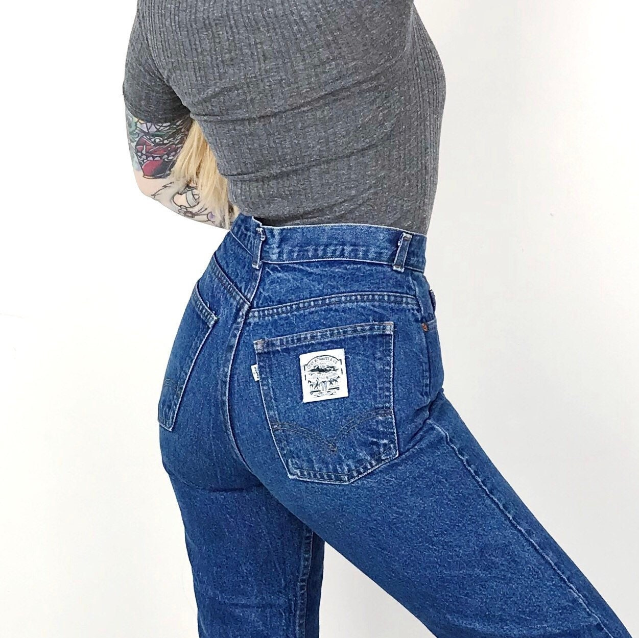 Levi's White Tab High Waisted Classic Fit 70's Vintage Mom Jeans Women's size 27 4 Small S