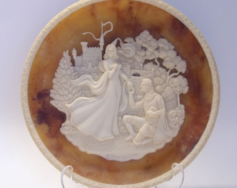 Lancelot and Guinevere Incolay Cameo Collector Plate Third Issue in the Great Romances of History Collection Incolay Studios Great Gift