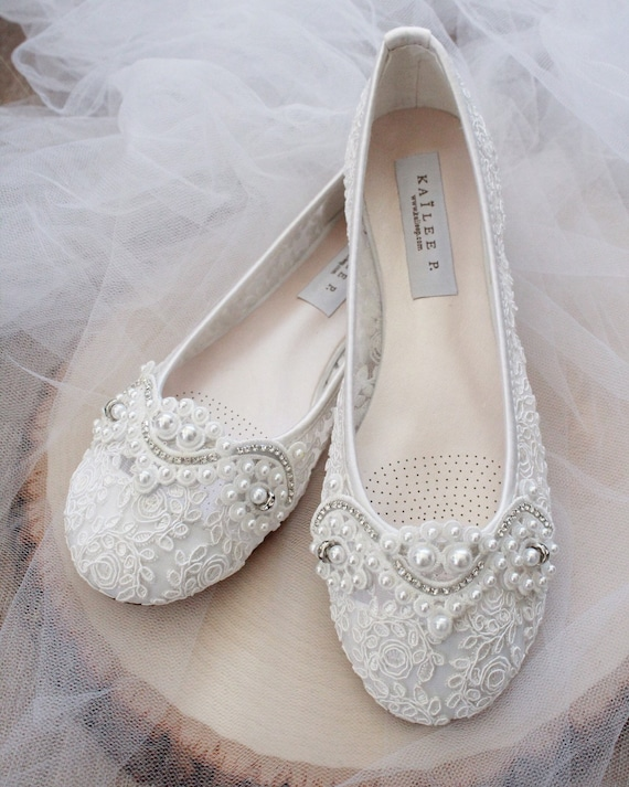 WHITE LACE round toe flats with Pearl