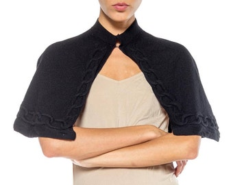 Black Wool Capelet With Link Detail Size: free