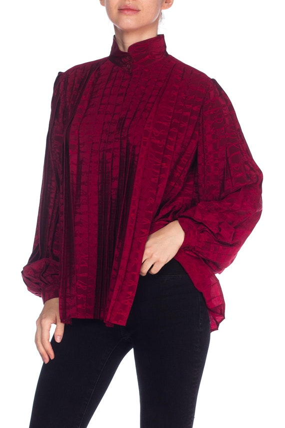 1970S GUCCI Cranberry Red Silk Jaquard Pleated Bl… - image 4