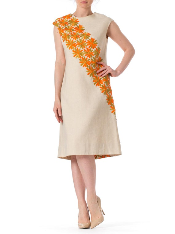 646a8e8ca8 1960s Mod Daisy Embroidered Linen Sleeveless Dress SIZE  S 4