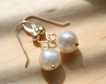 Classic Round Freshwater Pearl Earrings,Wire Wrapped Pearl,Gold or Silver,Mother's Jewelry,Simply daily Earriny,mother jewelry,maid of hone