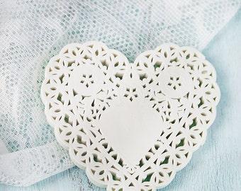 paper hearts doilies (100)