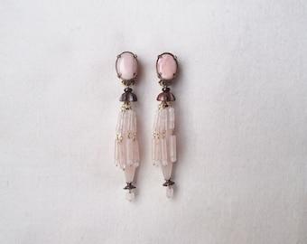 """Boucles d'oreilles clips en pierres naturelles nommées : """"DESSOUS CHICS""""_ bijou de créateur_Paris."""