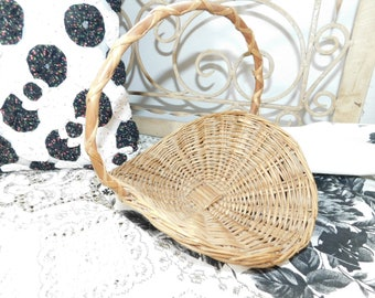 Gathering Basket, Small Wicker Gathering Basket, Flower Girl Basket, Wicker Decor, Country Decor, Farm House Decor, Vintage Home Decor, :)s*