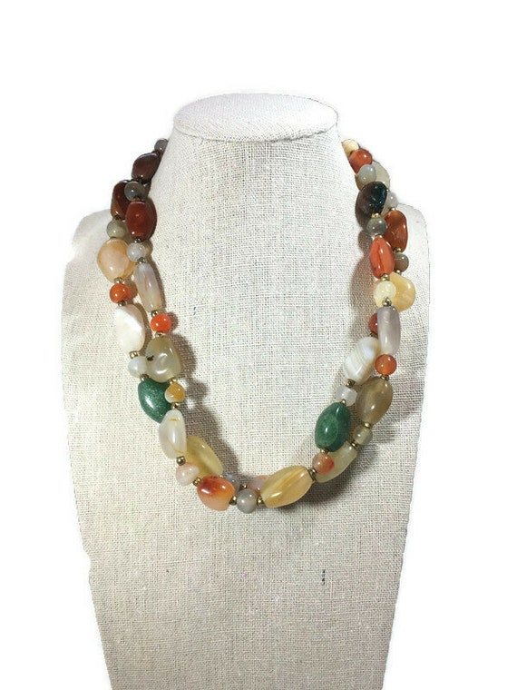 A vintage 1960s agate stone pendant necklace