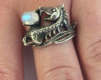 Dragon Ring Sterling Silver and Moonstone , Dungeons and Dragons, SZ 8, Flying Dragon, Medieval