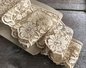 Antique Lace Trim, Oyster Cream Floral Motif, Sewing Projects, Vintage Textiles