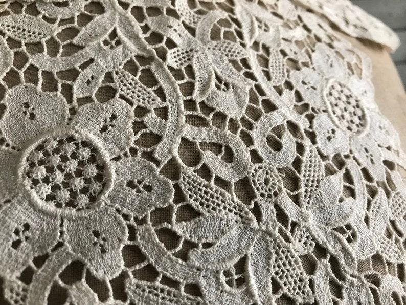 1940s Ecru Lace Collar Dressmaker Dress Accessory Floral Lace Design