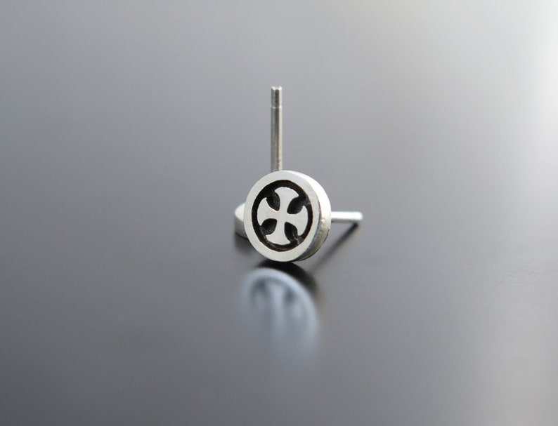 Maltese Cross Amalfi Cross Circle Studs earrings silver image 0