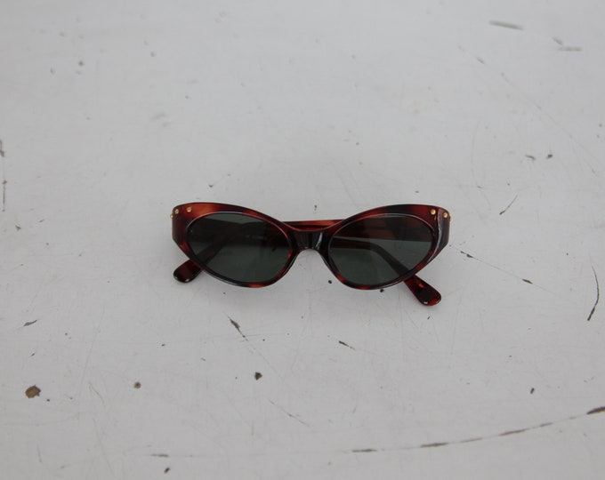 SALE 50% OFF 1990s Cat Eye Sunglasses - tortoise