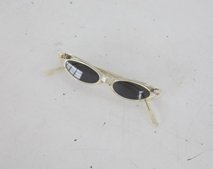SALE 50% OFF 1990s Cat Eye Sunglasses