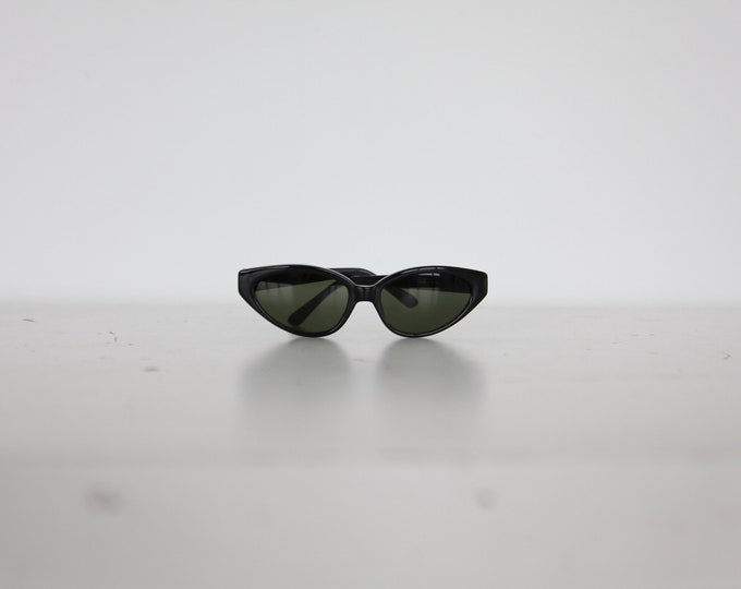 1980s Cat Eye Sunglasses - black