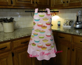 Ladies Full Apron, Pie Apron, Woman's full Apron / Retro Style / Full Designer Kitchen Apron / Vintage Apron