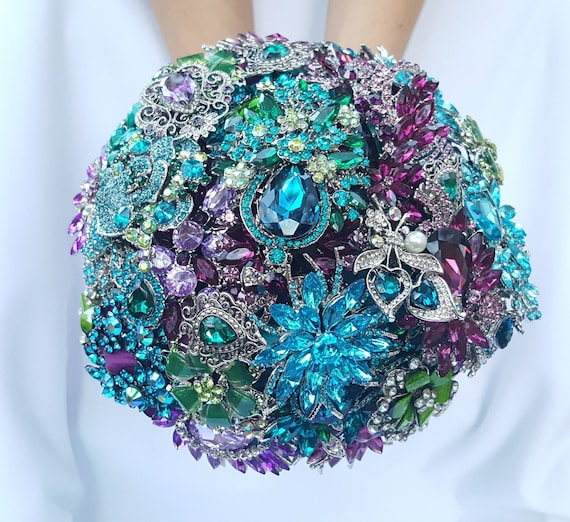 DEPOSIT ON Peacock Brooch Bouquet Custom Bridal Broach Bouqet Peacock Wedding Teal Green Purple Turquoise Gold Pearl Blue Peacock Feathers