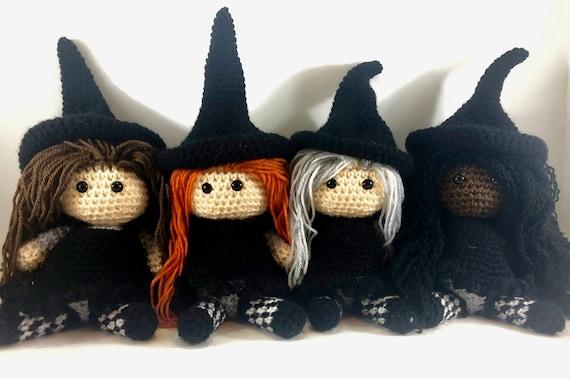 Free Amigurumi Witch crochet pattern for Halloween | Amigurumi ... | 379x570