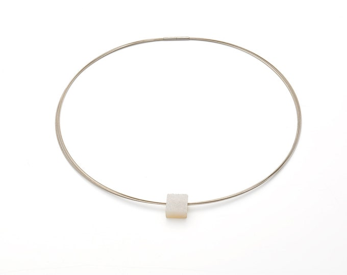 Choker, stainless steel, crystal-occupied agate, white.