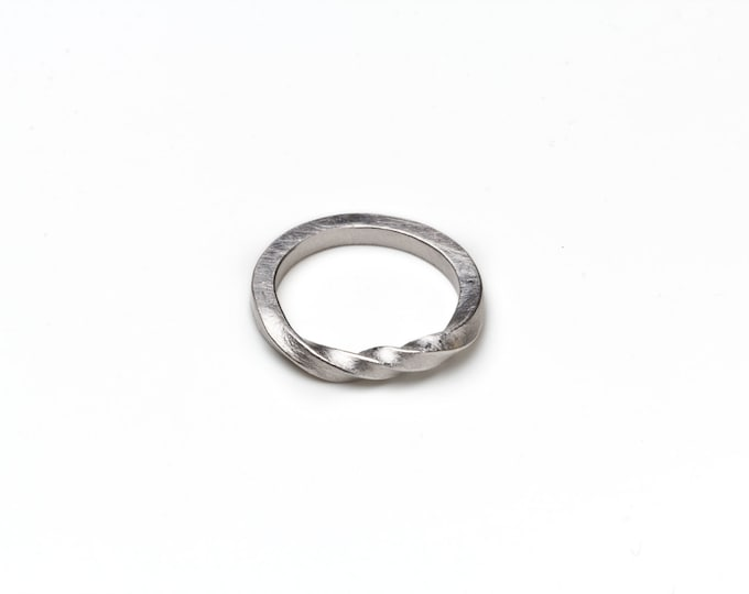 Ring, 925/000 silver, surface matt.