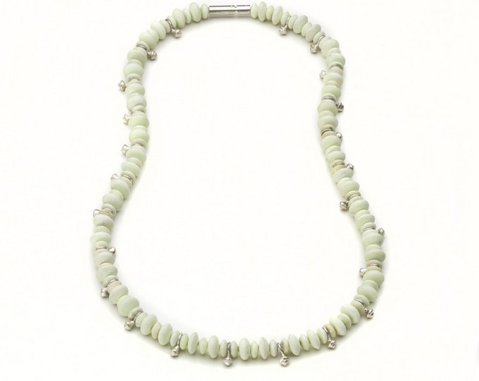 Chain, 925/000 silver, lemon chrysoprase, delicate green.