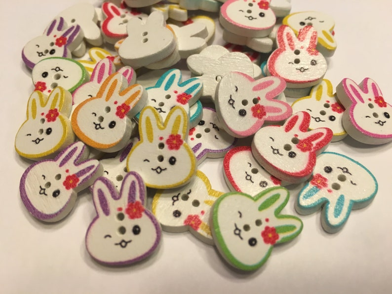 B9 13 x 16 mm 6 wood Easter Bunny Head buttons