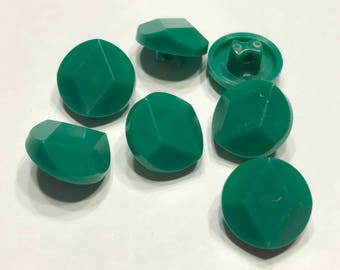 7 acrylic vintage green shank buttons, 12 mm (37)