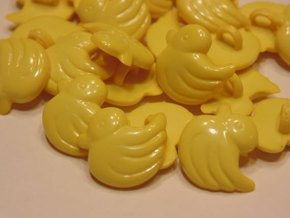 BABIES//CRAFT 14mm 10 x MULTI-COLOURED DUCK SHAPED BUTTONS ~ 22L
