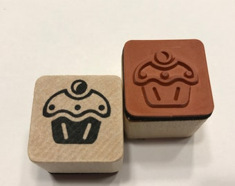 small Cupcake rubber stamp, 20 mm (BB4/5)