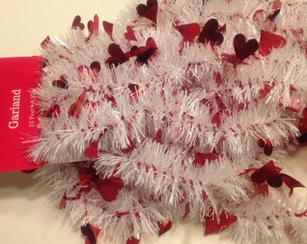 15 feet of red and white valentines Day garland (BR)