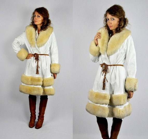 Vintage coat with fur collar and wrists