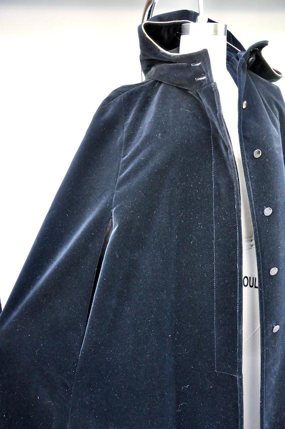 Vintage Hooded Velvet Cape Cloak - Black Velvet C… - image 7