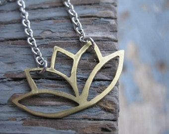 Lotus Flower Necklace / Yoga Lotus Necklace / Lotus Flower Necklace / Yoga Necklace / Gift for Her / Gifts Under 50 /
