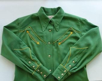Buck Bernie Vintage 1940s 40s Women's Western Blouse / Shirt. Green w/ Yellow Piping. Large.  Amazing Shotgun Cuffs. Wool gabardine.