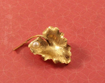 Wells 14K GF Leaf Pin Brooch Gold Tone with Faux Pearl - Vintage 1960s
