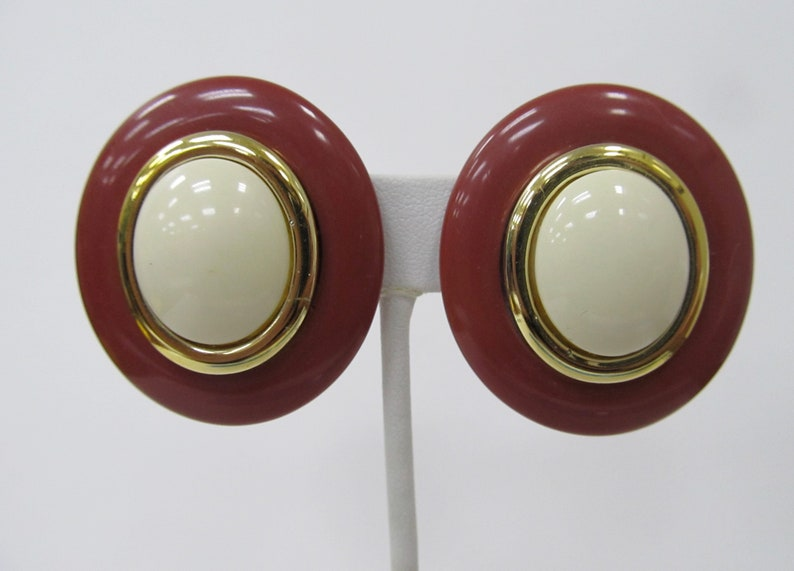 Vintage Oval Cinnamon and Cream Colored Plastic Oval Earrings Item K # 3249