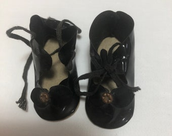 VINTAGE WHITE DOLL SHOES 1 7//8 long 1in.wide