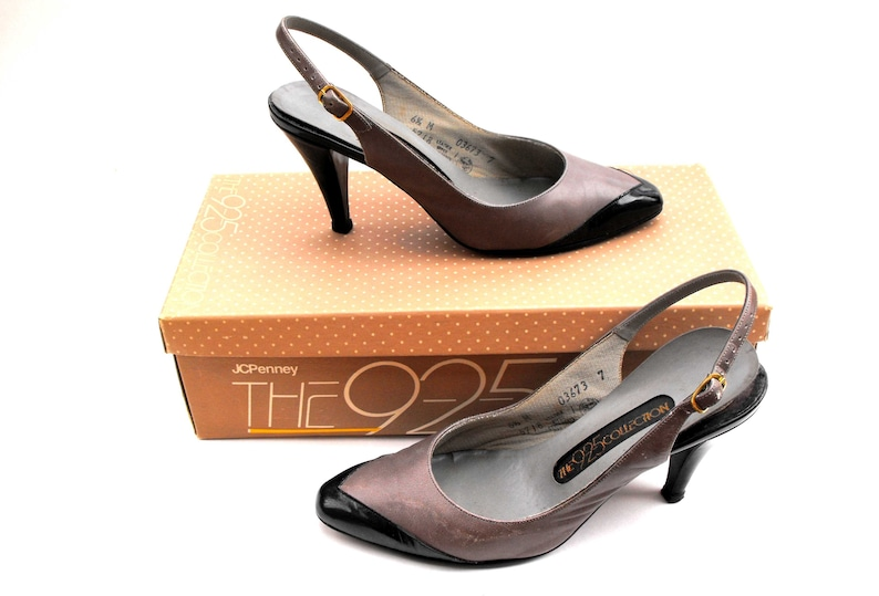 d4f470e42853b 1970s Patent Leather Tip Pumps Vintage JCPenney The 9-2-5