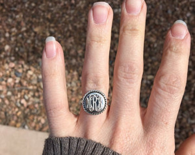 Sterling Silver Monogrammed Ring Round with Rope Edge