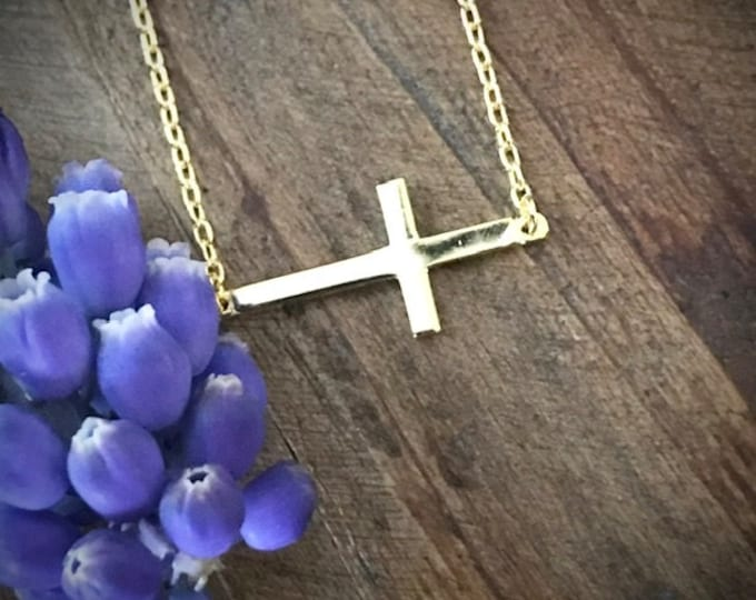 East to West Cross Necklace In Gold