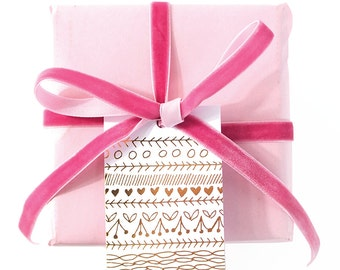 hearts-n-line gold foil gift tags