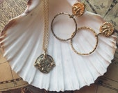 Gold mounted Queen coin pendant necklace