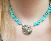 Turqouise beaded coin choker necklace, lion medalion centre chip stone short necklace, vibrant turquoise choker with lion medalion engraved