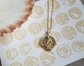 Gold mounted Queen coin p...