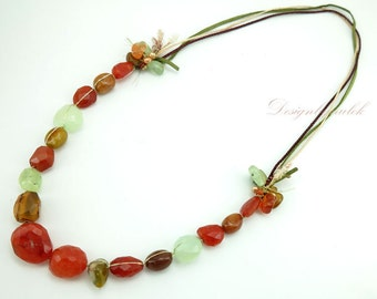 Long necklace with carnelian.