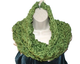 Womens Cowl, Green Crochet Cowl, Chunky Infinity Cowl,  Winter Neckwarmer, Autumn Fashion Cowl, Neck Scarf, Winter Cowl, Chunky Knit C