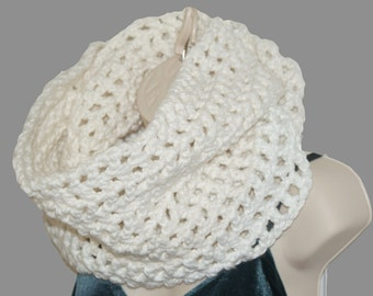 Chunky Scarf, Chunky Knitwear, Crochet Apparel, Crochet Trends, Womens Cowl, Fall Winter Scarf, White Scarf, Fashion Trends, White Cowl
