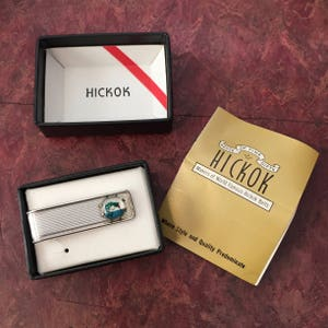 1950s Vintage HICKOK TIE BAR Four Leaf Clover 50s Pink and Black Crocodile Grip New In Box Never Worn Old Store Stock Package Insert