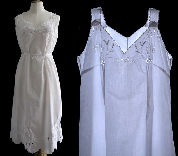 Lingerie 1900's, Old cotton dress, hand embroidere