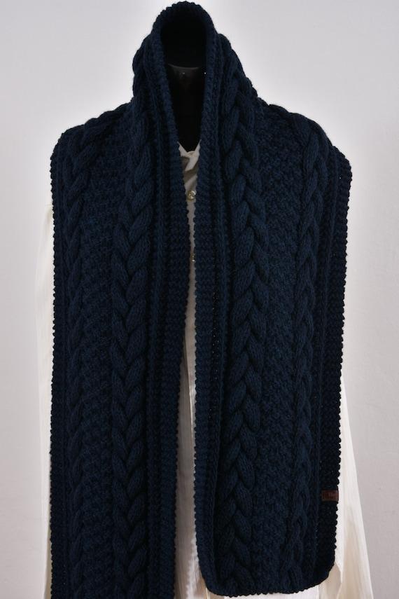 Longue de Mens écharpe en tricot à la main. Foulard bleu   Etsy f44e6f65f64